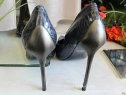 Продается брендовая , из кожи питона , женская обувь - photo 2