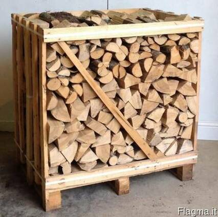 Split firewood technologically desiccated in boxes.