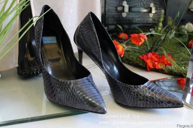 Продается брендовая , из кожи питона , женская обувь